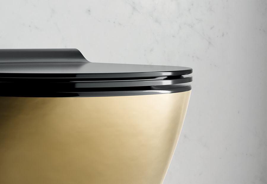 wc oro e nero: Gold di GSI Ceramica, interno nero