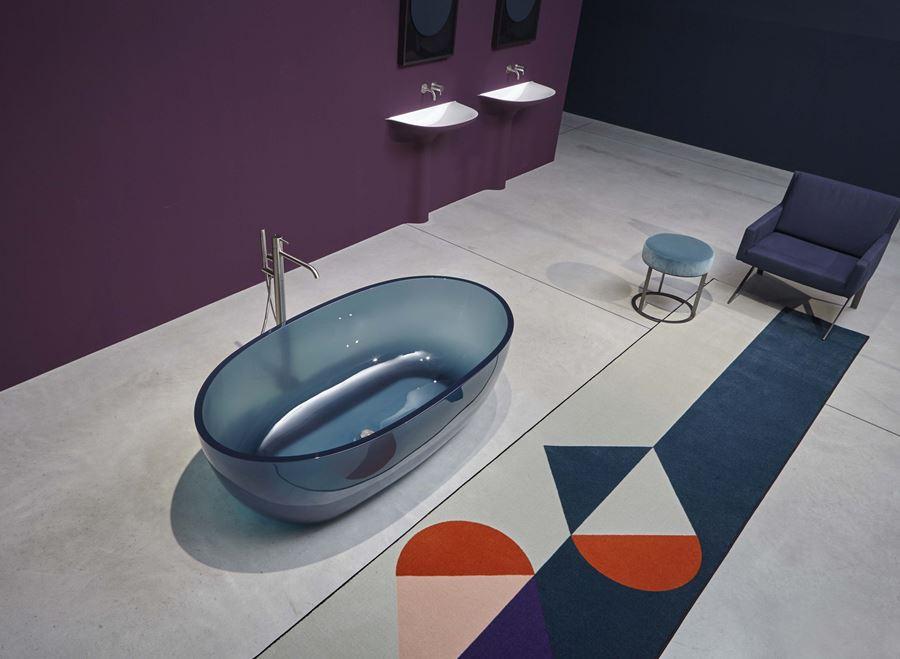 Reflex | Vasca freestanding trasparente in resina colorata, design Antoniolupi