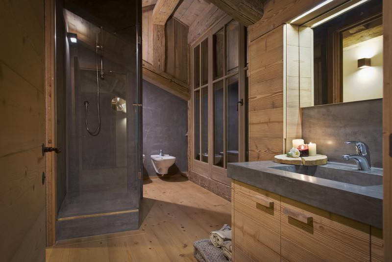 Italian bathroom un bagno in mansarda a cortina