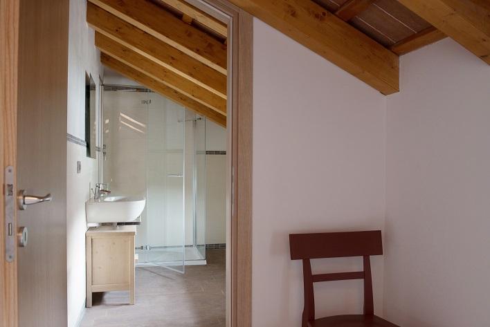Idee d 39 arredo e box doccia su misura per il bagno in mansarda - Bagni da ristrutturare idee ...