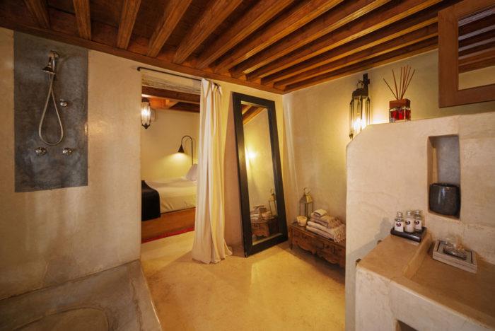 72 RIAD LIVING HOTEL   Bagno in stile marocchino