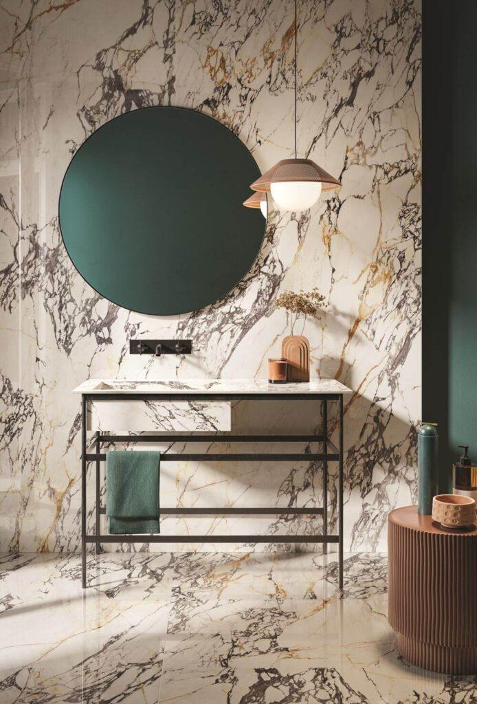piastrelle effetto marmo venato per bagno