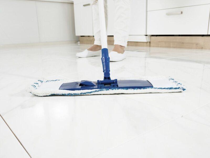 pulizia gres porcellanato dopo cantiere