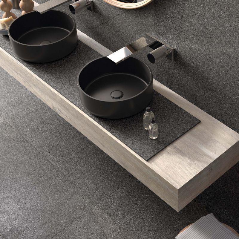 piastrelle nere in gres per bagno effetto terrazzo